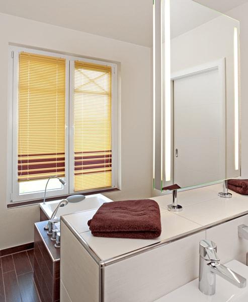 Innenjalousien-Badezimmer